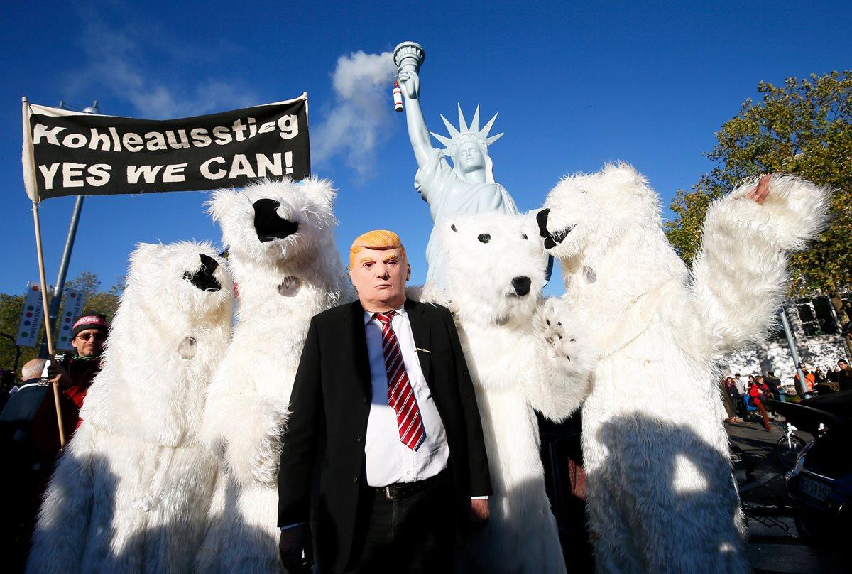 Manifestantes exigen en Bonn más acciones contra el cambio climático