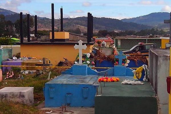 Cementerio de Jalapa, donde fue profanada la tumba de Rony Estuardo Agustín López. (Foto Prensa Libre: Hugo Oliva)