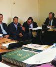 Los empresarios de Repsa durante la audiencia en la que el juez les dio a conocer los motivos de su detención. (Foto Prensa Libre: Estuardo Paredes)