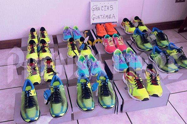 Estos son los tenis que Érick Barrondo compró con el dinero donado por los guatemaltecos. (Foto Prensa Libre: Cortesía Érick Barrondo).