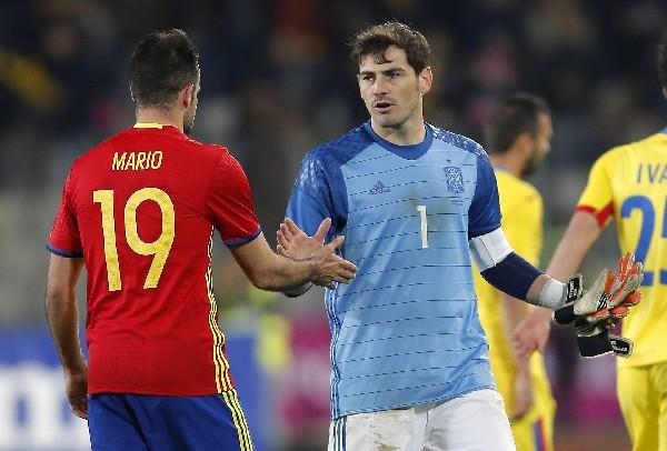 Iker Casillas sigue haciendo historia con la Selección española. (Foto Prensa Libre: AFP).