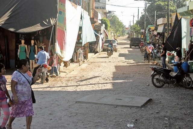 Pobladores señalan que tienen limitación en el servicio agua entubada, falta de alcantarillas y en la época de lluvias tres zonas se ven afectadas por inundaciones. (Foto Prensa Libre: R. Escobar)