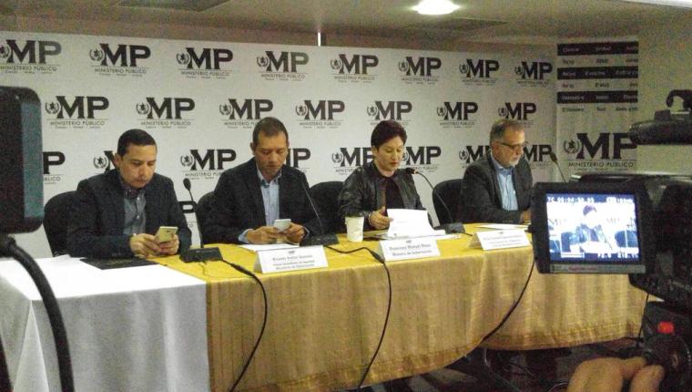 La fiscal general y el jefe de la Cicig encabezan la conferencia de prensa. (Foto Prensa Libre: MP)