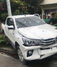 El vehículo en el que viajaban las víctimas fue atacado por unos ocho hombres armados. (Foto Prensa Libre: @HoyMismoTSI)