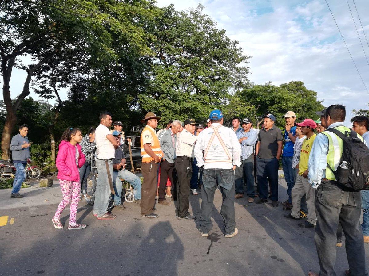 Vecinos de El Rodeo bloquean ruta para exigir construcción de muro de contención