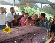 Velatorio del menor que murió baleado en la zona de adyacencia con Belice.(Foto Prensa Libre: Rigoberto Escobar)