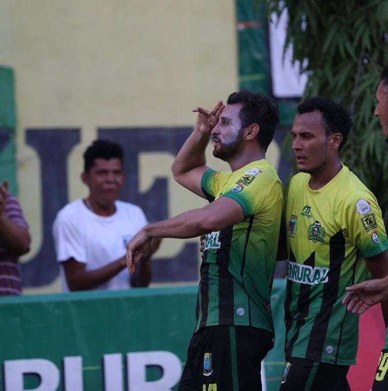 Márquez tuvo una aceptable participación con el equipo de Guastatoya. (Foto Prensa Libre: Hemeroteca PL)