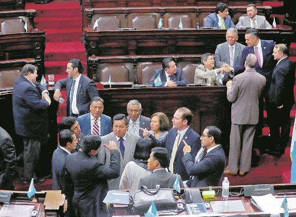 Los votos de las bancadas bisagra son importantes para que las facciones puedan asegurarse el control del Legislativo. (Foto Prensa Libre: Hemeroteca PL).