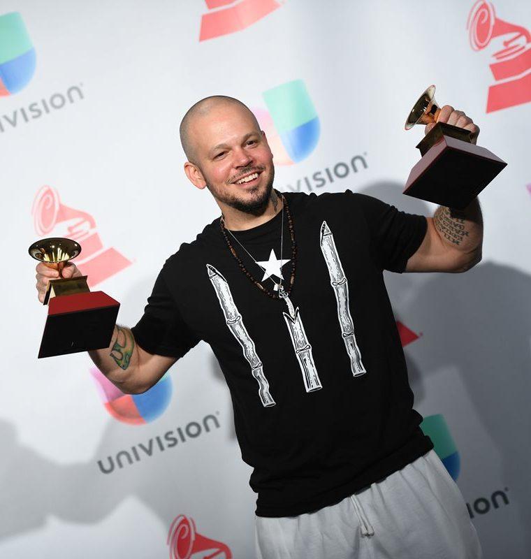 Residente conquistó dos premios al destacar en la categoría de música urbana (Foto Prensa Libre: AFP).