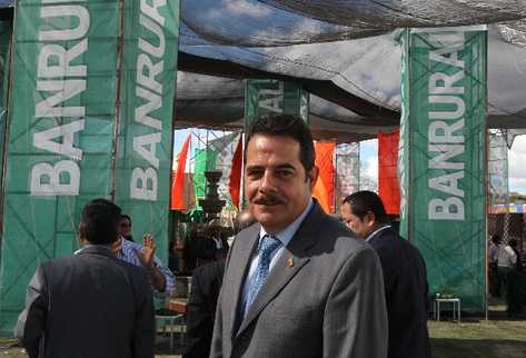 Fernando Peña,  presidente ejecutivo del Grupo Financiero Banrural, dijo ayer  que abrirán sucursales en Honduras en el 2012, luego de   la asamblea de accionistas en el Parque de la Industria, zona 9.