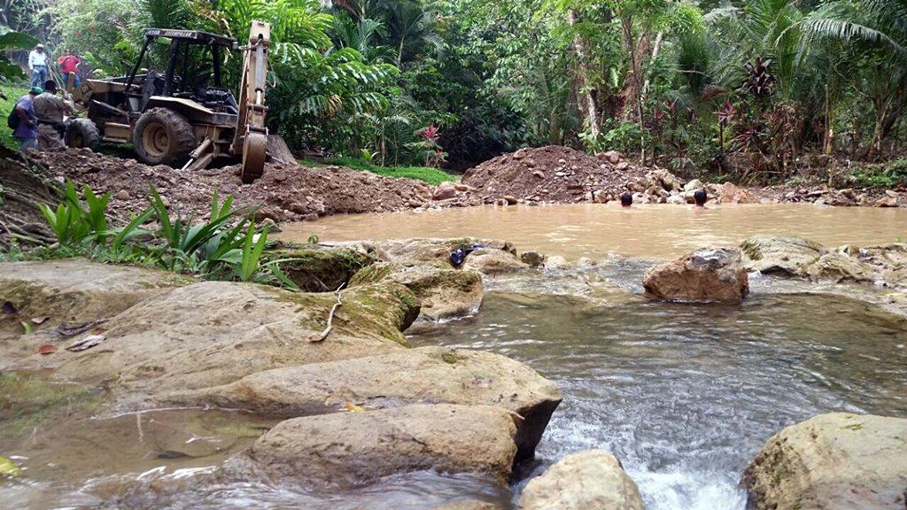 Diprona incauta retroexcavadora por desvío de río San Agustín
