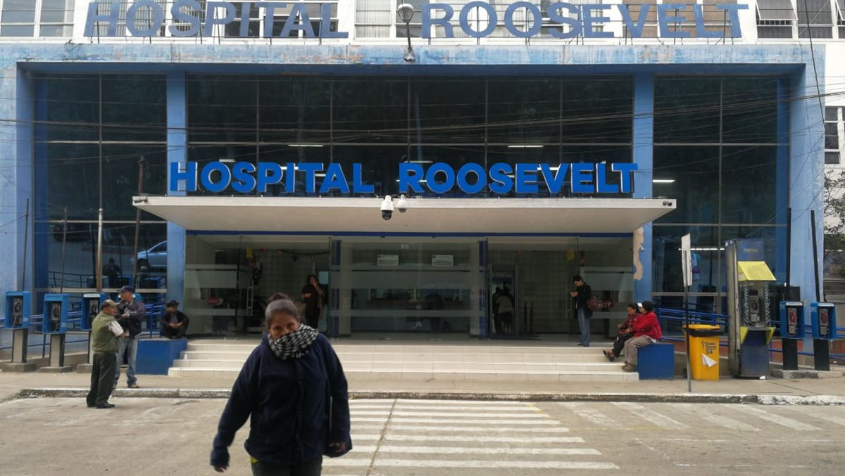 El Hospital Roosevelt fue uno de los primeros nosocomios en limitar el servicio en la consulta externa. (Foto Prensa Libre: Érick Ávila)