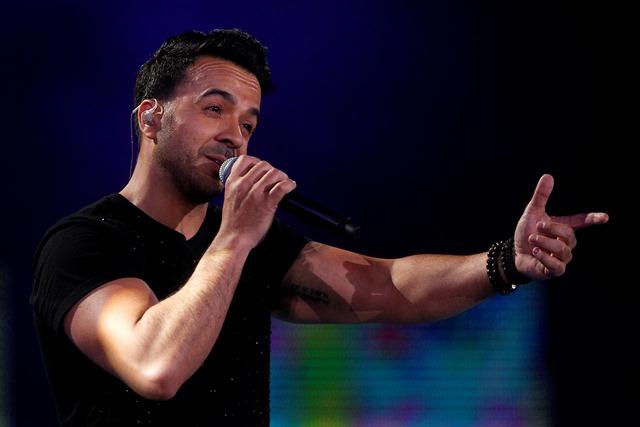 Luis Fonsi se presentó durante la segunda jornada de la 59 edición del Festival de Viña del Mar y lo hizo por quinta vez sobre el escenario de la Quinta Vergara. (Foto Prensa Libre: AFP)