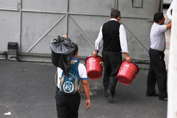 """1 mil 300 canastas navideñas fueron entregadas a trabajadores del Congreso afiliados al Sintracor (Foto Prensa Libre) <br _mce_bogus=""""1""""/>"""