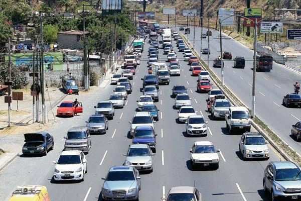 Hasta el viernes por la mañana aún se debía el impuesto sobre circulación por el 37% del parque vehicular. (Foto, Prensa Libre: Hemeroteca PL)