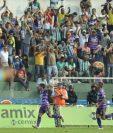 Los jugadores de Antigua GFC, encabezados por Alexis Matta celebran el primer gol contra Malacateco. (Foto Prensa Libre: Francisco Sánchez)