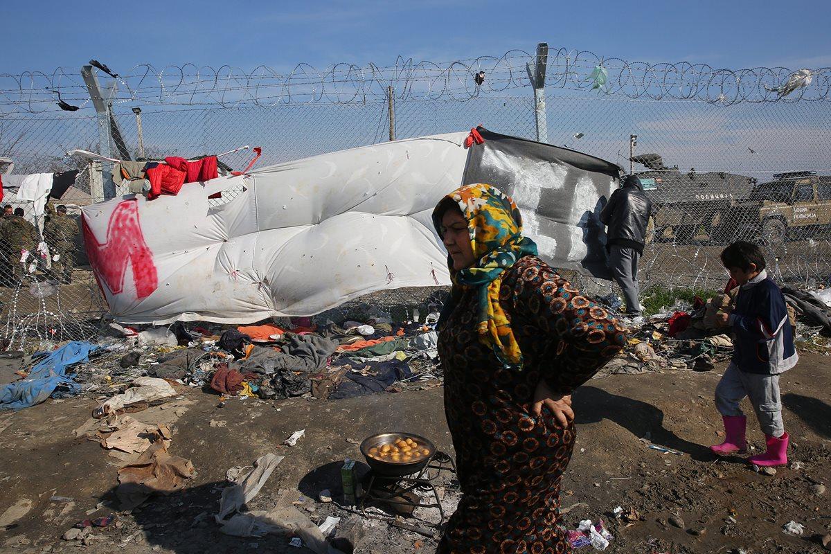 Los migrantes serán regresados desde Grecia a Turquía. (Foto Prensa Libre: EFE)