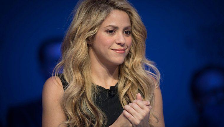 La cantante colombiana Shakira denunció a un fotógrafo que la acosa constantemente. (Foto Prensa Libre: EFE).