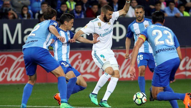 Karim Benzema ha sido criticado duramente por la afición del Real Madrid y muchos piden que salga del equipo. (Foto Prensa Libre. EFE)