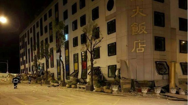 Un terremoto de magnitud 6.4 golpea Taiwán y derrumba varios edificios