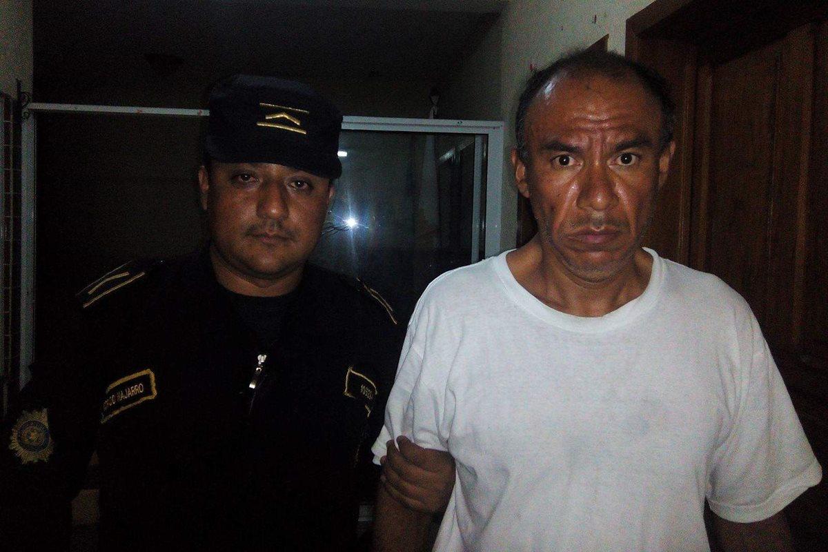 Salvadoreño tomaba fotos a menores y es capturado con US$11 mil en Esquipulas