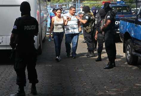 La mexicana Raquel Alatorre Correa, identificada como la líder del grupo de 18 falsos periodistas de Televisa detenidos con 9 millones de dólares. (EFE)