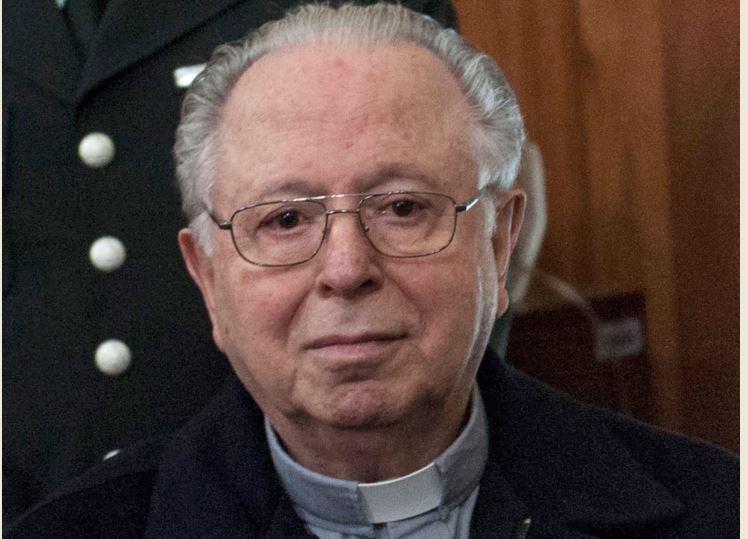 En esta foto de archivo tomada el 11 de noviembre de 2015, el sacerdote chileno Fernando Karadima comparece ante el tribunal de Santiago. (Foto Prensa Libre: AFP)