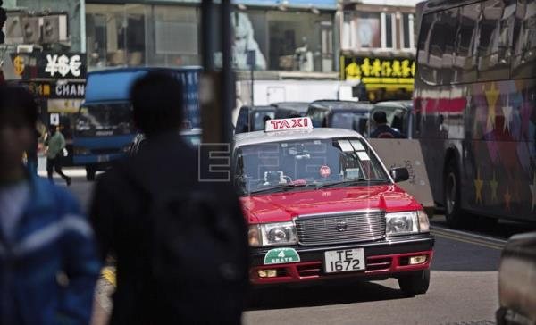 Un taxista chino encontró a su hija desaparecida luego de 24 años. (Foto Prensa Libre: EFE)