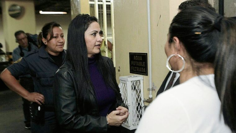 Marixa Lemus, alias la Patrona dijo al Tribunal haber apoyado a los partidos UNE y GANA. (Foto Prensa LIbre: Á. Interiano)