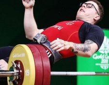 Joshua Parry se desmayó mientras intentaba levantar 160 kilogramos en una competencia en Australia. (Foto Prensa Libre: Twitter).