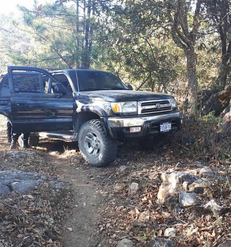 Este es uno de los vehículos encontrados por agentes castrenses. (Foto Prensa Libre: Ejército)