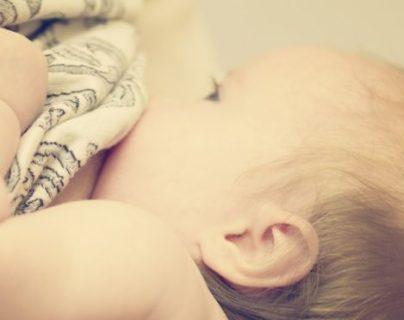 Una mujer transexual fue capaz de producir suficiente leche para ser la única fuente de alimento del bebé en las primeras seis semanas. GETTY IMAGES