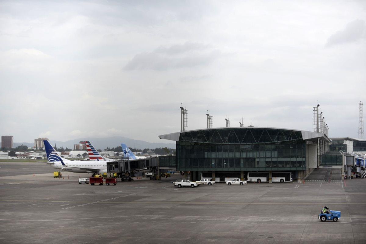 El Aeropuerto Internacional La Aurora (AILA) lleva varias remodelaciones los últimos 20 años, pero no queda en forma óptima para lograr mayor competitividad indican empresarios. (Foto, Prensa Libre: Hemeroteca PL).