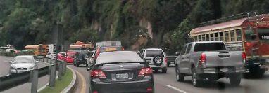El tráfico para entrar a San Lucas Sacatepéquez desde la capital se complica por el crecimiento económico de ese municipio. (Foto Prensa Libre:  Hemeroteca PL)