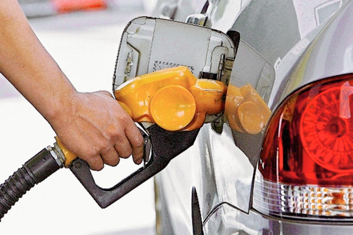 El precio del litro de gasolina súper subió de US$1.16 a US$1.18. (Foto Prensa Libre: Hemeroteca PL).