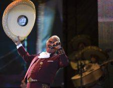 Vicente Fernández declara que seguirá grabando para sus seguidores. (Foto Prensa Libre: AP)