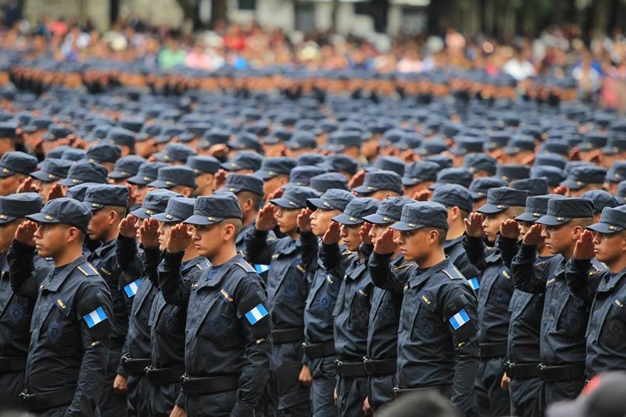 Las autoridades de Gobernación no descartan que existan más cambios en la PNC. (Foto Prensa Libre: Hemeroteca PL)
