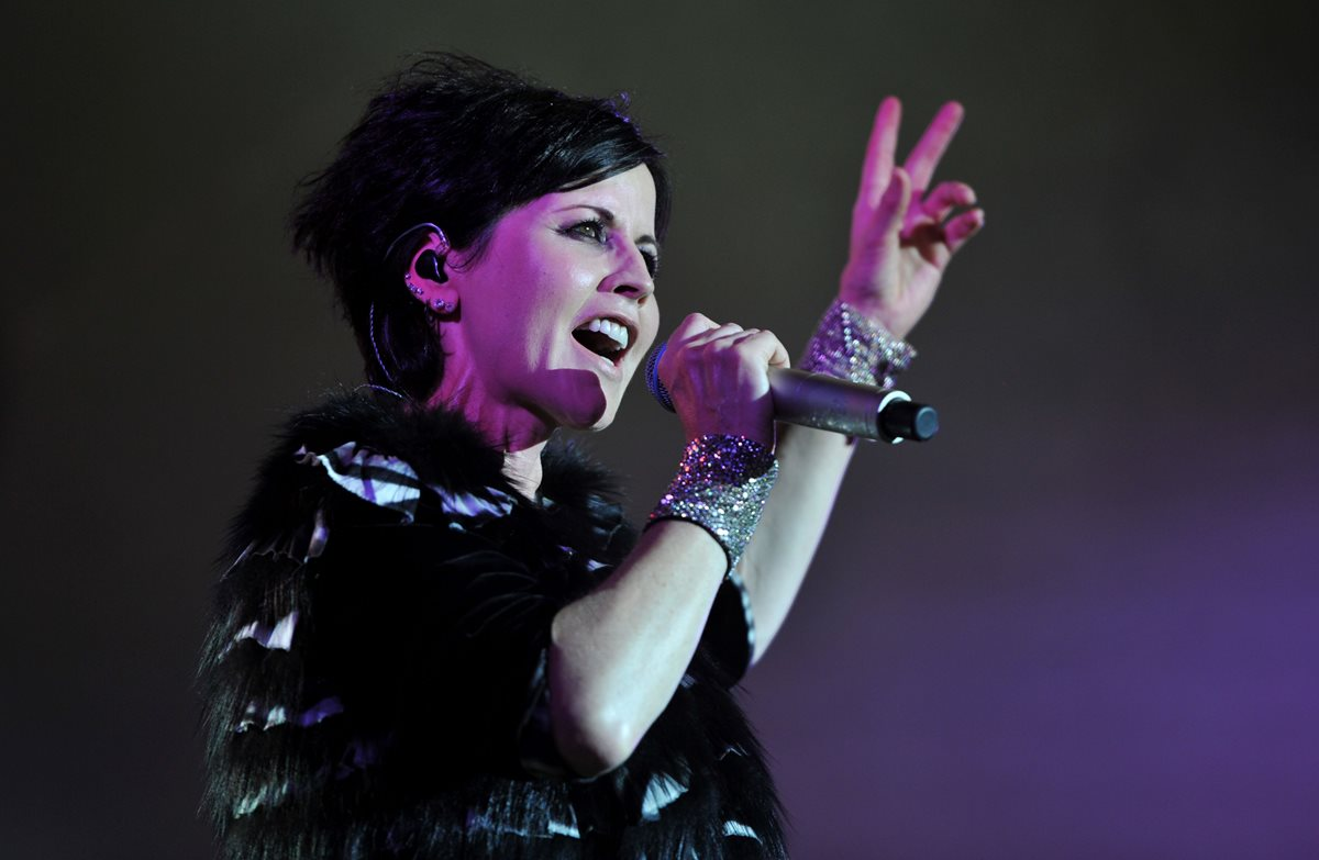 (FILES) In this file photo taken on July 07, 2016 Irish singer Dolores O'Riordan of the  The Cranberries performs on stage during the Cognac Blues Passion festival in Cognac. - Late singer-songwriter Dolores O'Riordan, frontwoman of the multi-million-selling rock band The Cranberries, accidentally drowned in a hotel bath after consuming alcohol, a coroner ruled on September 6, 2018. (Photo by GUILLAUME SOUVANT / AFP)