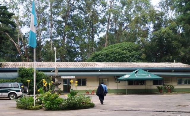 Sede del RIC, institución que se habría convertido en agencia de empleo y tramitadora de comisiones por contratos. (Foto Prensa Libre: Internet)