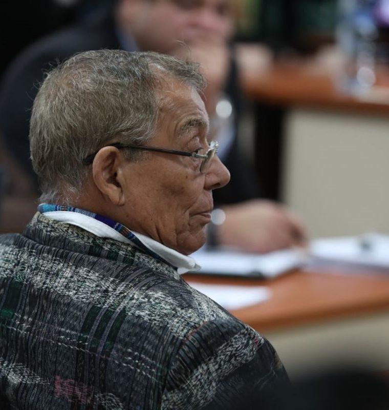 El militar retirado dijo que nunca giró órdenes para que se cometieran los hechos que le sindican. (Foto Prensa Libre: Paulo Raquec)