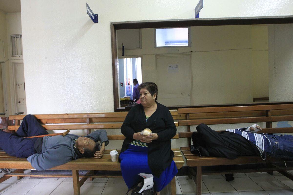 Ministro Rayo confirma situación <em>crítica</em> en Hospital Roosevelt