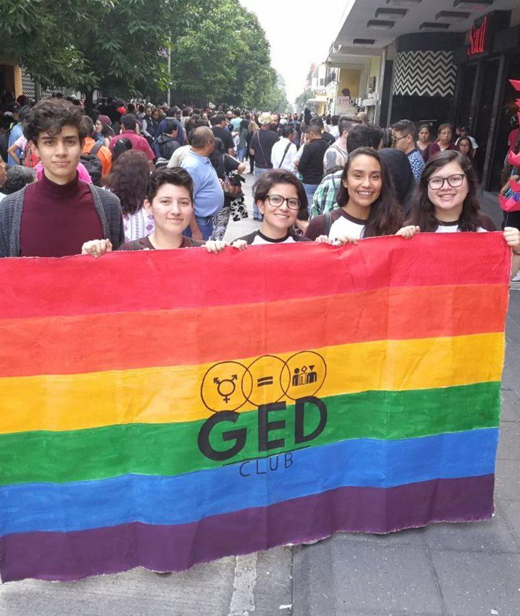 Personas de todas las edades desfilaron este día por el respeto a los derechos de la comunidad LGBT en Guatemala. (Foto Prensa Libre: Estuardo Paredes)