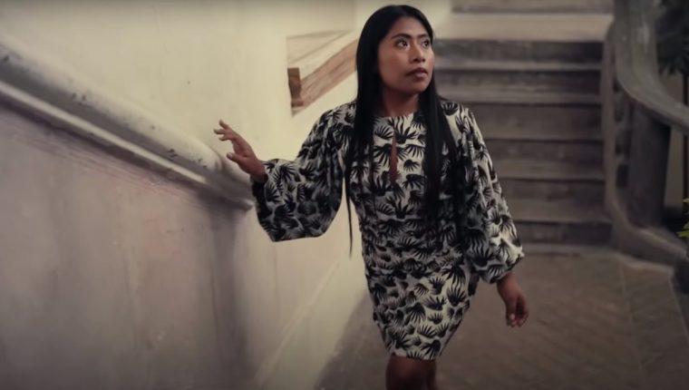 La actriz mexicana Yalitza Aparicio deslumbra en el video publicado por la revista Vogue México. (Foto Prensa Libre: YouTube)
