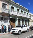 La Fiscalía de Delitos Administrativos allana la Casa del Maestro, en la zona 1. (Foto Prensa Libre: Esbin García)