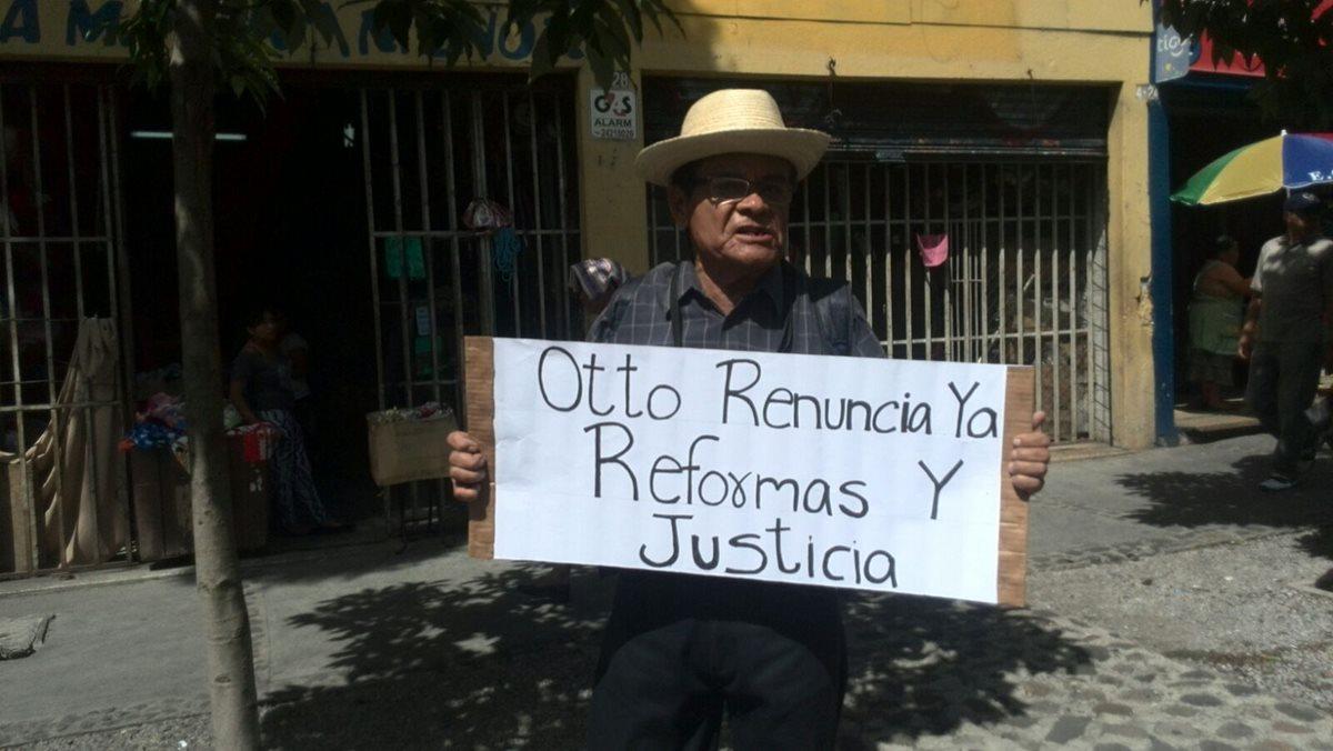 Resurgen protestas contra políticos y corrupción