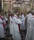 Clérigos católicos participan en el Domingo de Ramos en la Iglesia del Santo Sepulcro en Jerusalén.(EFE).