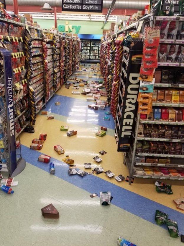 Numerosos comercios mostraron la mercadería por los suelos. REUTERS