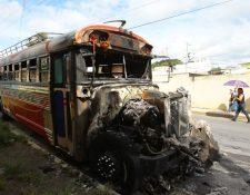 Vecinos de Lo de Carranza, Ciudad Quetzal, no escucharon cuando ocurrió el incendio del autobús. (Foto Prensa Libre: Álvaro Interiano)