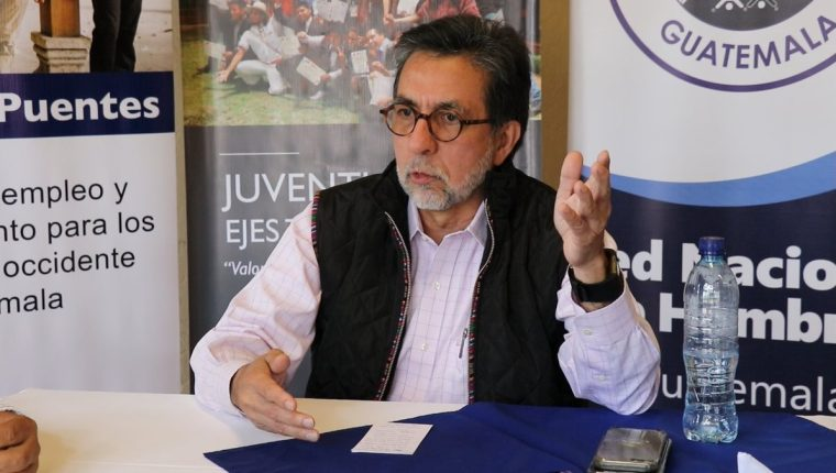 Luis Arreaga, embajador de Estados Unidos, durante su visita de tres días en Quiché. (Foto Prensa Libre: Héctor Cordero).