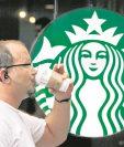 La cadena multinacional de café enfrenta acusaciones. (Foto Prensa Libre: AP)